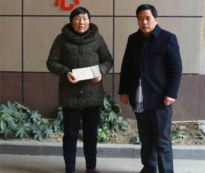 集团工会主席潘崇慰问集团困难员工